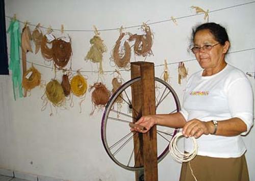 Tecelagem  em sisal, Cuiuiú/PB - Foto: Ministério Desenvolvimento Agrário (MDA)