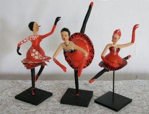 """Bailarinas-Palhaças de cabaça da série """"O Vermelho e o Negro"""""""