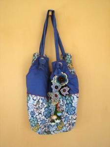 bolsa-redondo-fuxico-flores