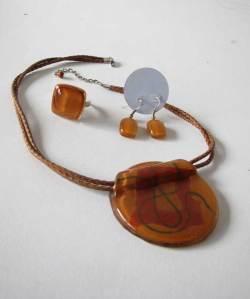 Colar + anel + brincos feitos em vidro R$ 66