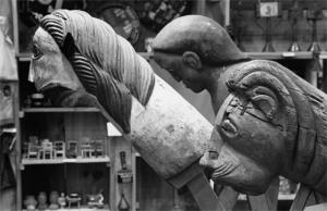 A arquiteta Lina Bo Bardi foi quem reuniu as peças de arte popular nordestina. O acervo chegou a ter 2 mil itens