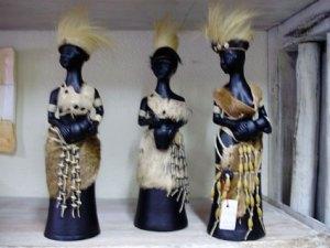 Cerâmica negra com fibras, semente e couro de Roberto Hollanda