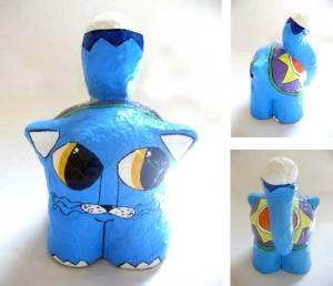 Gato papel machê azul