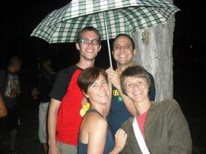 Augusto é o generoso dono do guarda-chuva.