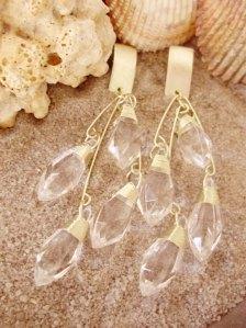 Metal dourado com cristais