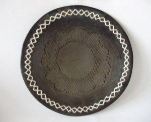 Ceramica preta com bordado em algodao