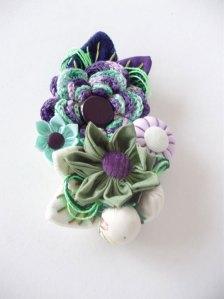 Broche-flor-tecido-fuxico-croche